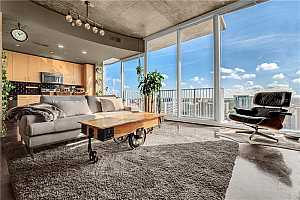 MLS # O5845821 : 155 S COURT AVE #2109