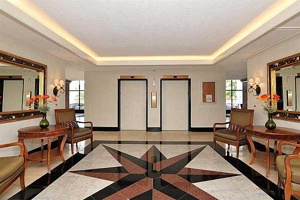 Photo #5 Lobby in front of elevators