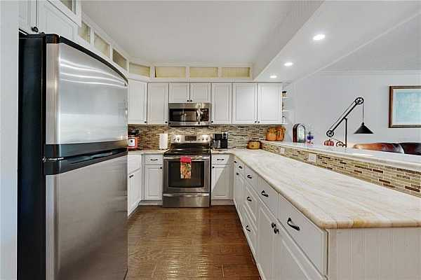 Photo #6 KITCHEN WITH STAINLESS STEEL APPLIANCES